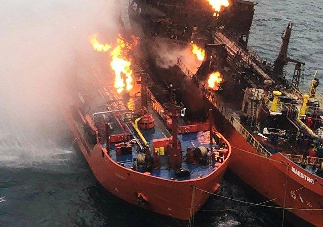 黑海失火油輪火勢已持續一周 滅火工作未獲進展