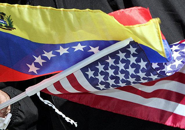 Флаги США и Венесуэлы.