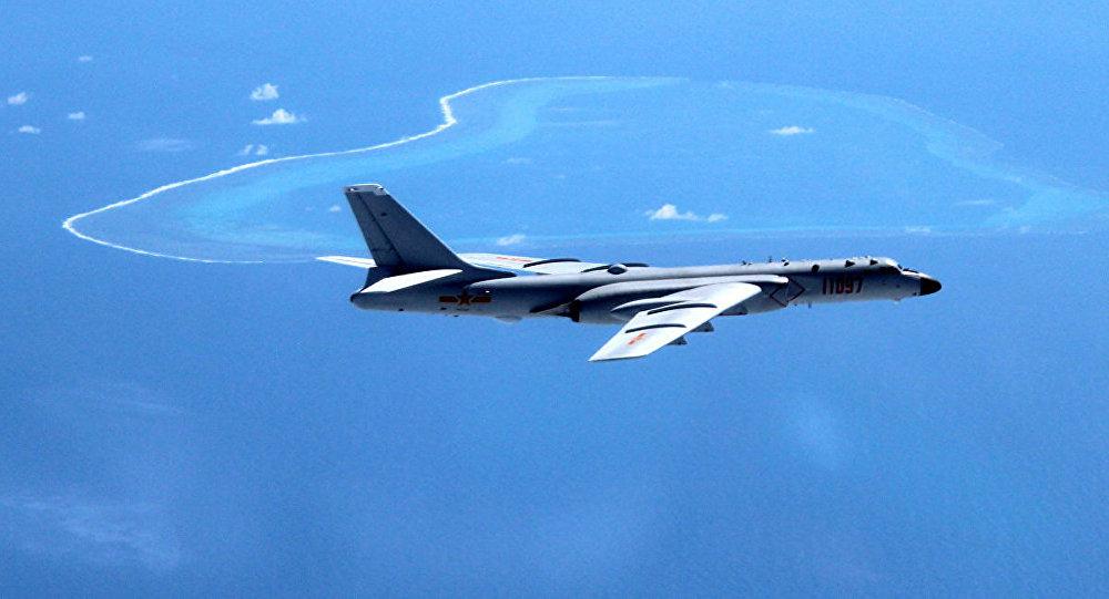Самолет над Южно-китайским морем.
