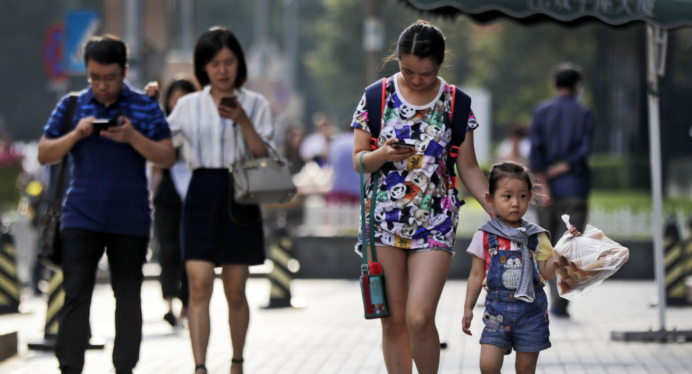 中國教育部出台文件 中小學生原則上不得將手機帶入校園