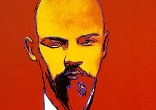 藝術家沃霍爾創作的列寧肖像畫在倫敦拍賣會上被拍賣