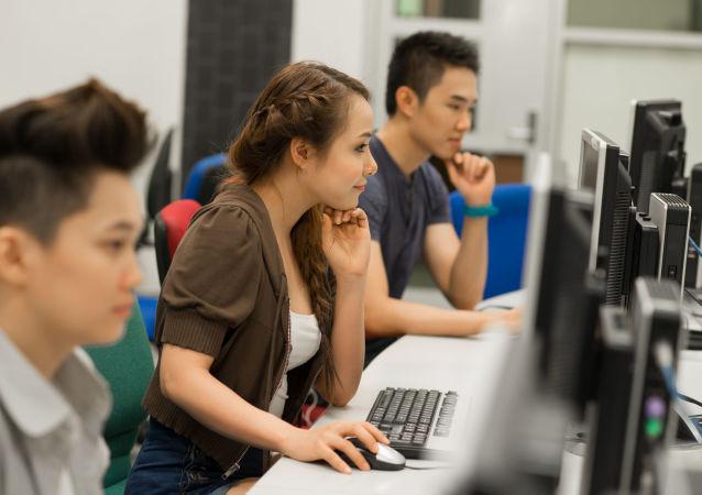 電腦室,大學生