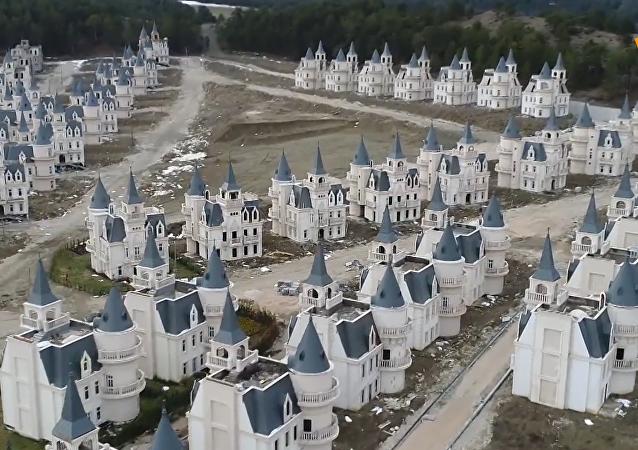土耳其仿迪士尼城堡變「鬼城」