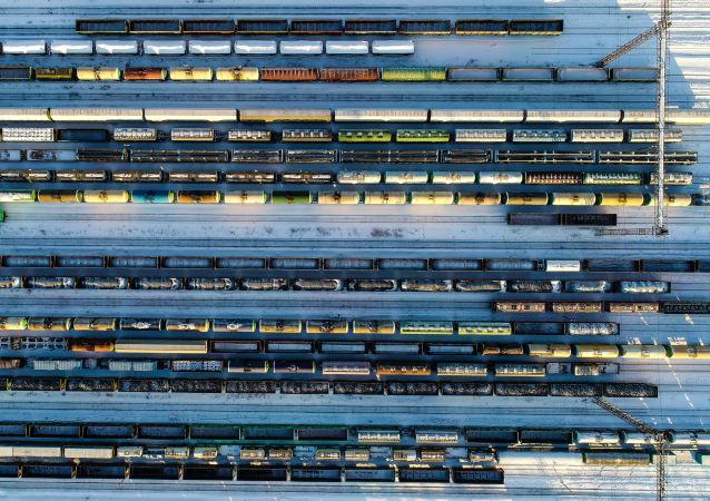 俄中開通新貨運路線 集裝箱列車已將首批物資從中國運送至俄加里寧格勒