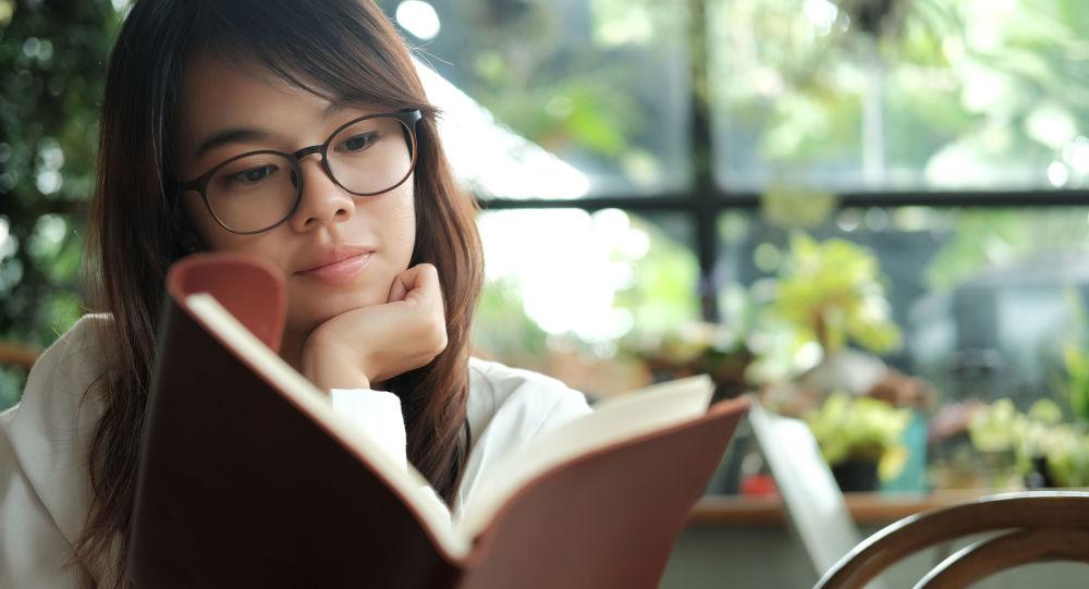 中國的語文老師在接受俄羅斯衛星通訊社記者採訪時表示,出現這種現象的根本原因在於語言教育、閱讀習慣的缺失。