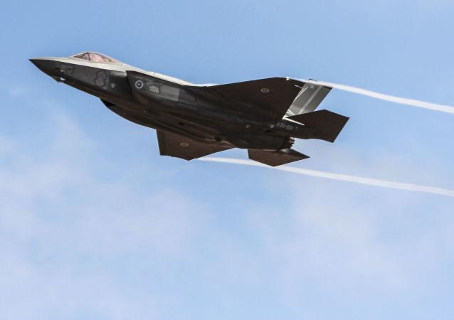 Американский истребитель-бомбардировщик F-35.