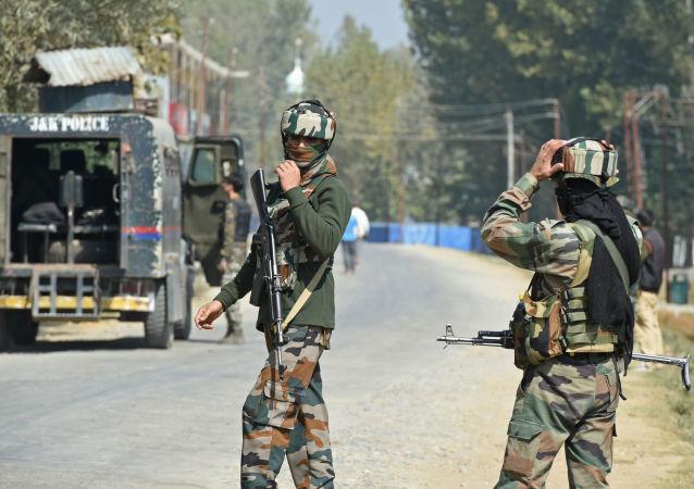 巴基斯坦政府宣佈,巴方將降低與印度的外交關係級別,暫停雙邊貿易