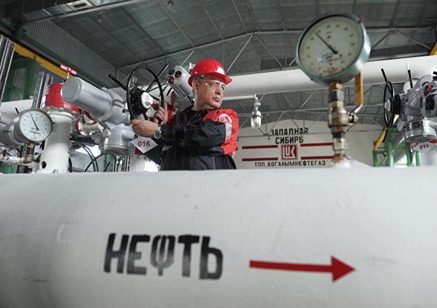 俄財長:俄羅斯能夠承受油價暴跌