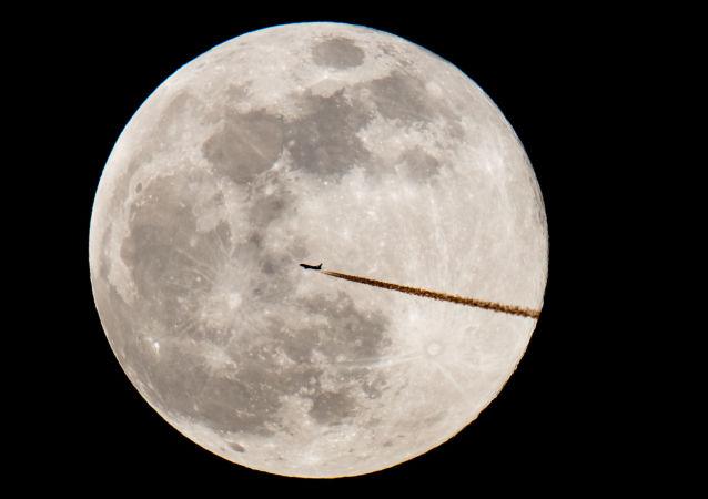 月球軌道站宇航員或將身裹聚乙烯防護墊應對太陽耀斑爆發