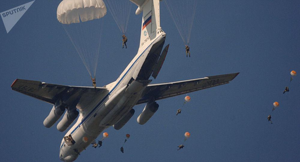 俄技術動力控股公司為跳傘者開發俄首款智能安全系統