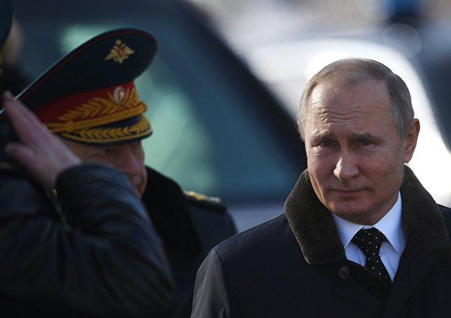 普京向莫斯科無名戰士墓敬獻花環