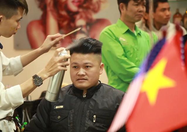 越南理髮師免費為顧客理特朗普和金正恩髮型