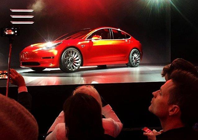 馬斯克承諾三年後將推出2.5萬美元「廉價」特斯拉汽車