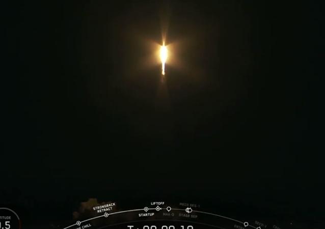 伊隆•馬斯克公司航天器上的擬人飛行被拍成視頻