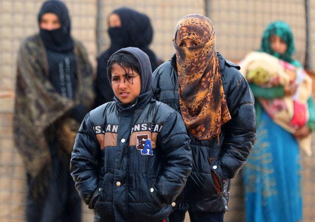 俄駐敘調解中心: 4日有985名難民從魯克班難民營撤離