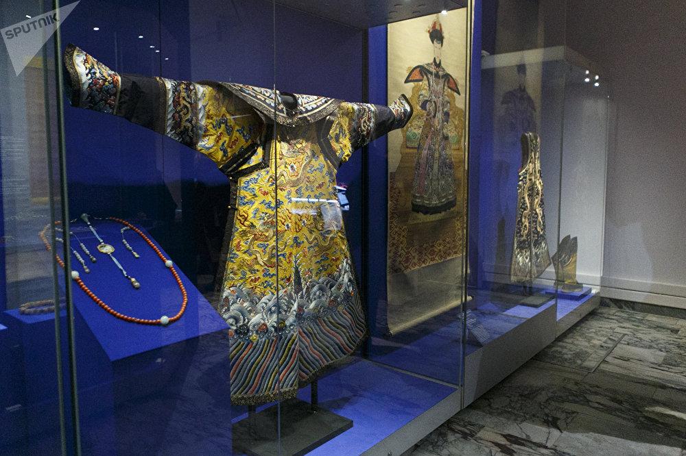 清乾隆年間(1736-1796)皇后禮服