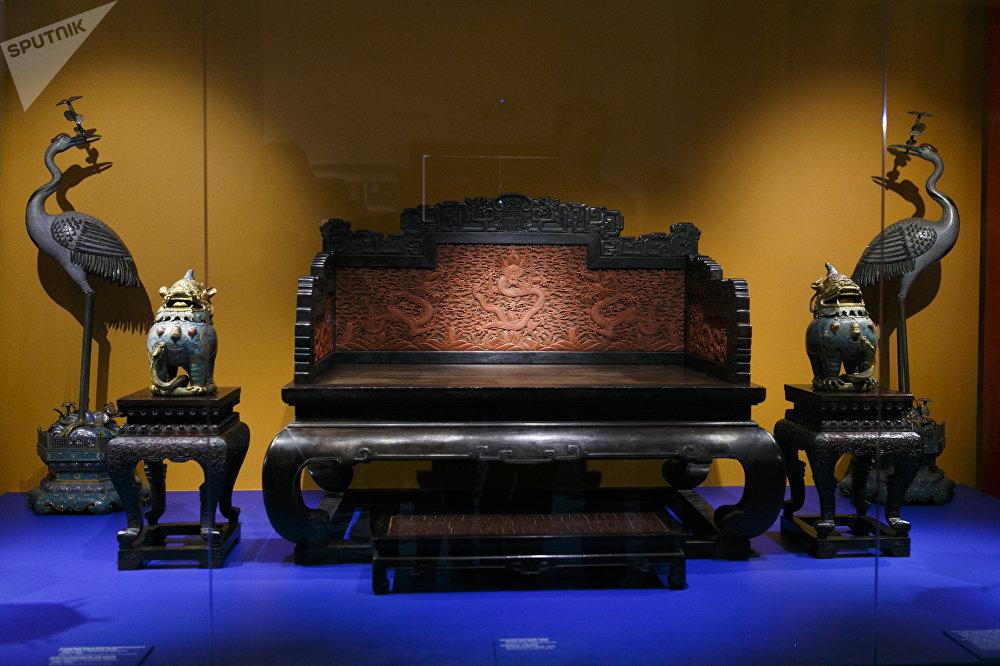 清代(1644-1912)的皇位寶座