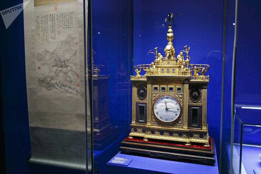 清乾隆年間(1736-1796)帶有人像的座鐘,廣州