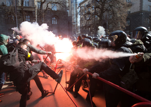 烏總統波羅申科在基輔發表競選演講時發生衝突