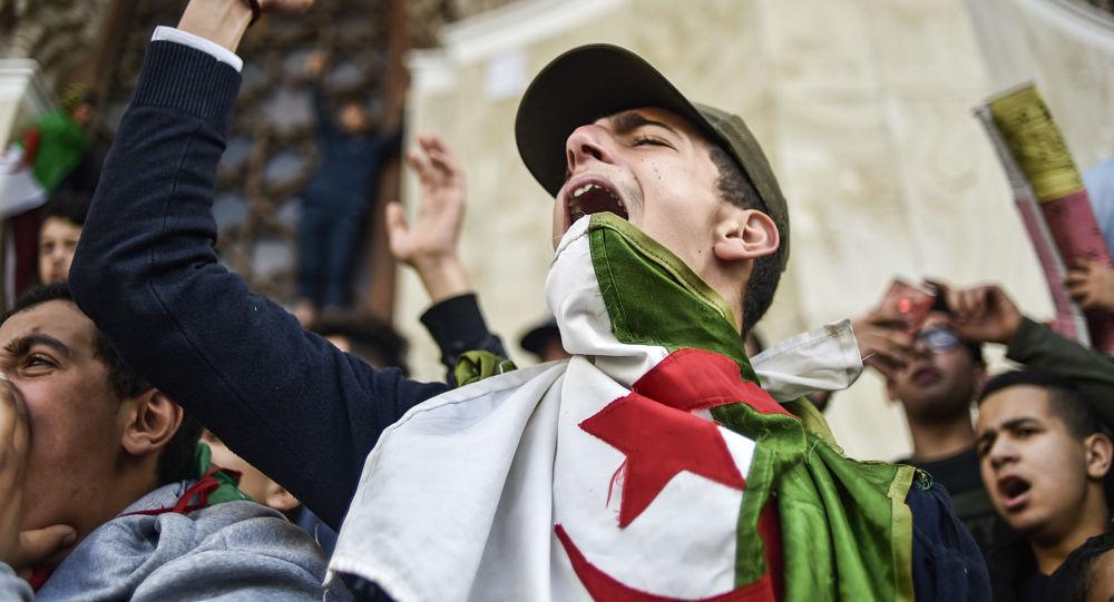 阿爾及利亞遊行示威中至少75人被拘 11名警察受傷