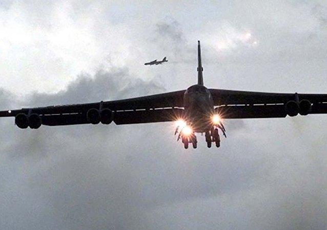俄戰機升空,在黑海上空伴飛靠近俄羅斯領空的美國B-52H轟炸機
