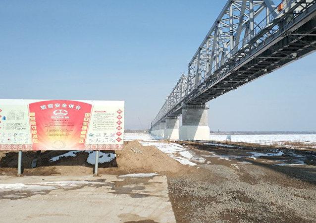 專家:同江中俄鐵路大橋鋼梁合龍在即 大橋將於7月份實現貫通有望年內試運行