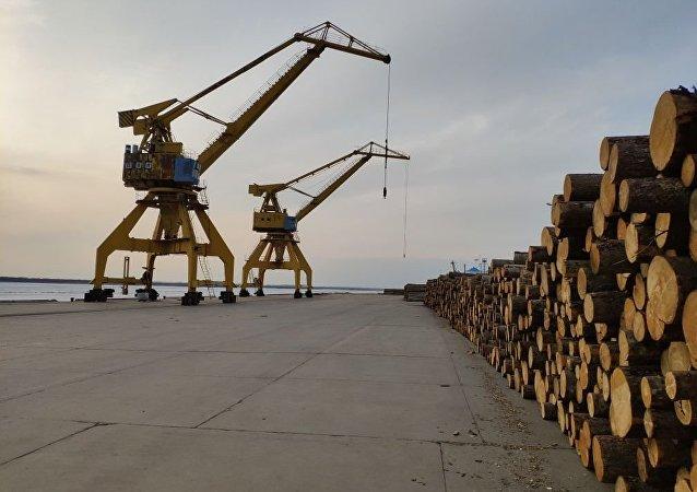 中俄邊境同江口岸明水期進出口貨物同比上漲5.9%