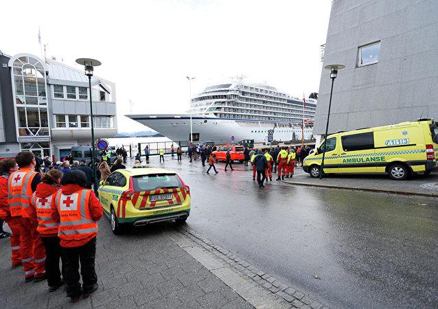 「維京天空」號郵輪抵達挪威莫爾德港