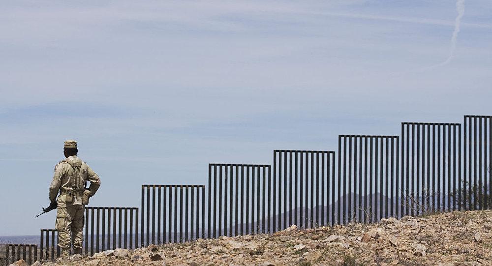 特朗普:美墨邊境建成386公里隔離牆