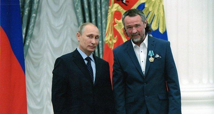 普京,基霍米洛夫(從左至右)