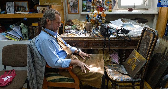 亞歷山大·季霍米羅夫在工作室