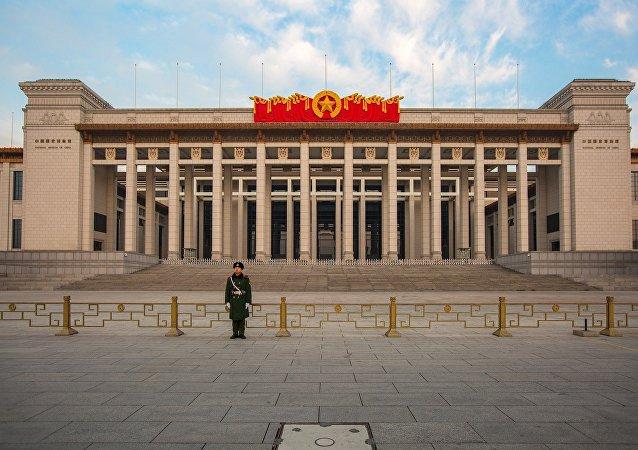 中國擬將侮辱誹謗英雄烈士行為確定為犯罪 高空拋物、搶奪公車方向盤入刑