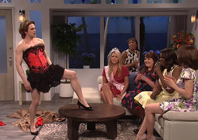 電視劇《權力的遊戲》中的「約翰·斯諾」穿著高跟鞋跳了脫衣舞
