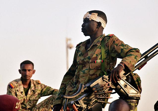 黎巴嫩「廣場」電視台援引消息人士的話報道稱,蘇丹軍方決定解除總統巴希爾所有職務並解散內閣