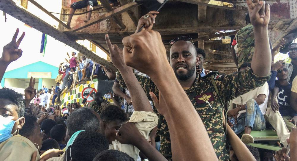 媒體:蘇丹軍方開始驅散喀土穆反對派的帳篷營地 一人死亡