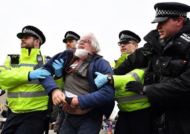 倫敦警方在抗議活動2天內拘捕290名環保人士