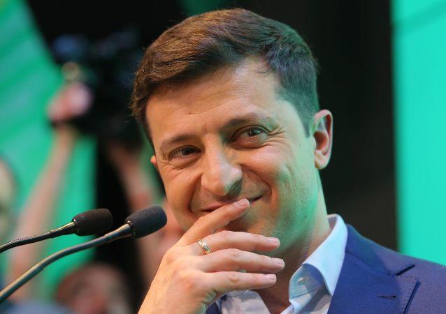 烏克蘭總統獲贈兒童讀物《政治初學者》 他以笑作答