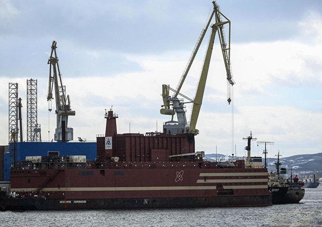 俄「羅蒙諾索夫院士」號浮動核電機組