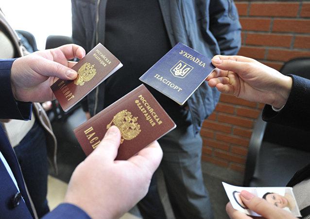 Получение паспортов Российской Федерации жителями Крыма в Паспортно-визовом центре Москвы.
