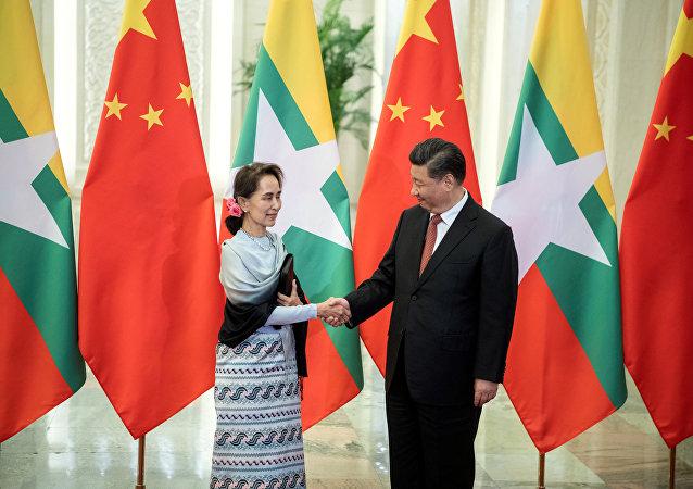 中國國家主席習近平(右)和緬甸國務資政昂山素季