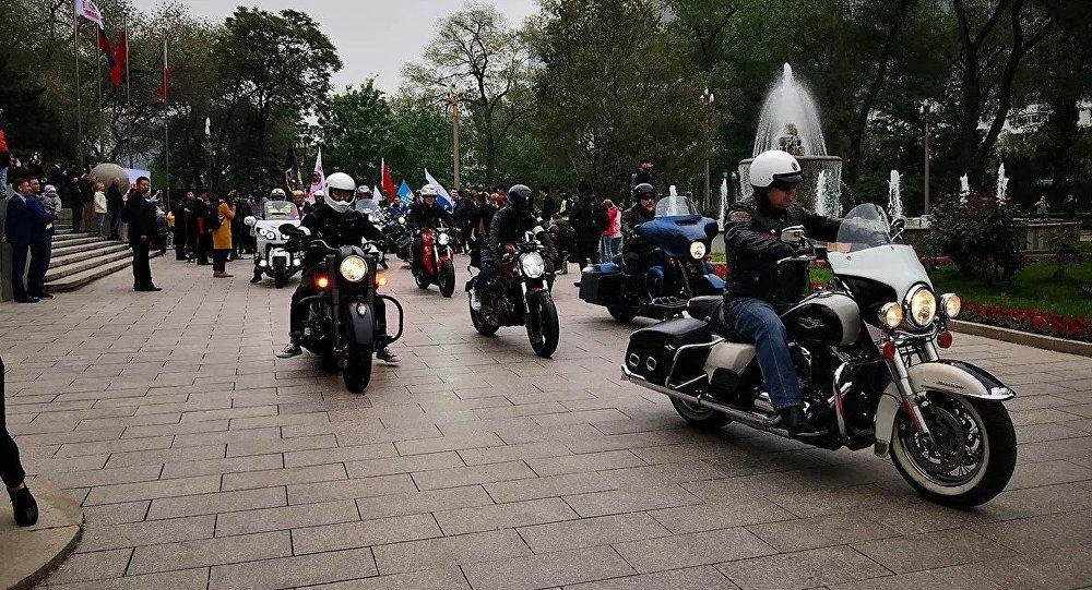 俄中「友誼之路」摩托車拉力賽參賽者
