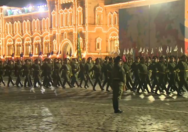 莫斯科舉行勝利日閱兵首次夜間彩排