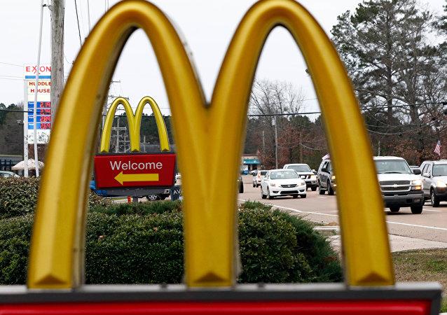 俄羅斯一女子在看到麥當勞標誌上的乳房後向法院提起訴訟