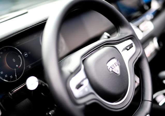 俄Aurus Senat Sedan轎車標配版售價27.5萬美元