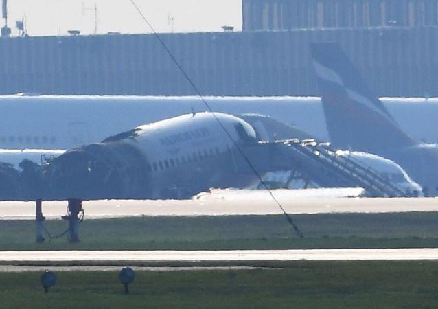 俄起火SSJ-100客機機長講述事發經過