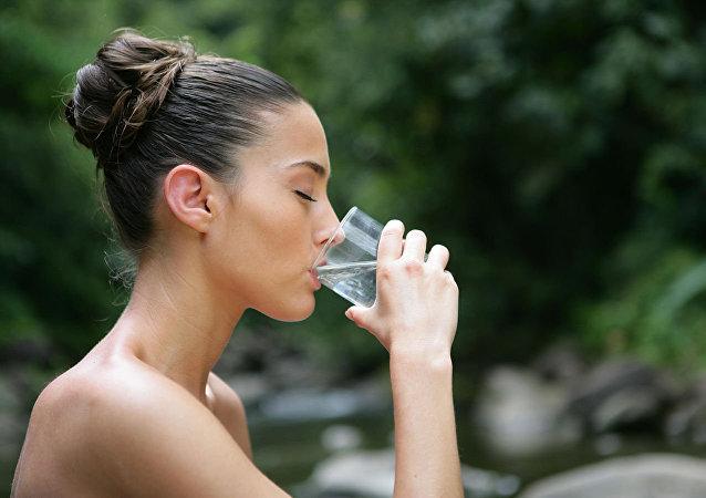 專家談為甚麼空腹喝水有益