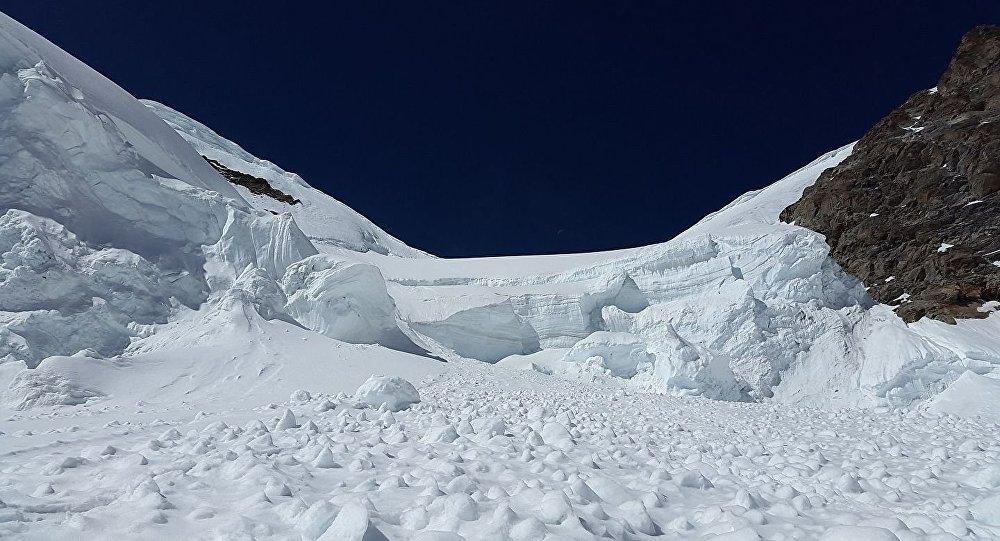 緊急情況部門消息人士:阿爾泰山區雪崩造成7名遊客遇難