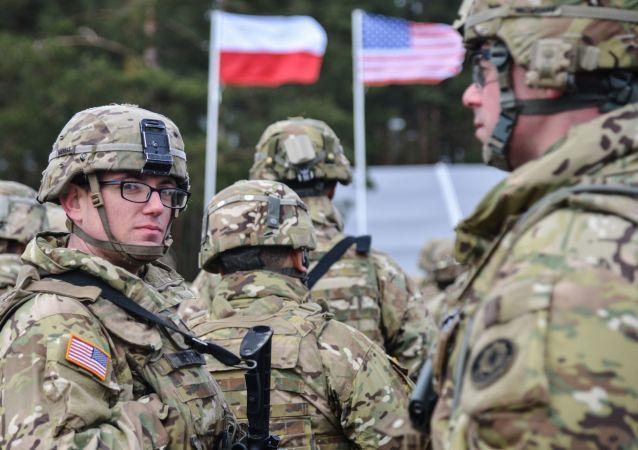 美國和波蘭國防部副部長討論加強北約東翼的問題