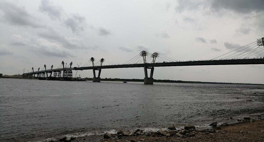 中俄黑龍江公路大橋進入衝刺階段 雙方對接僅剩6米