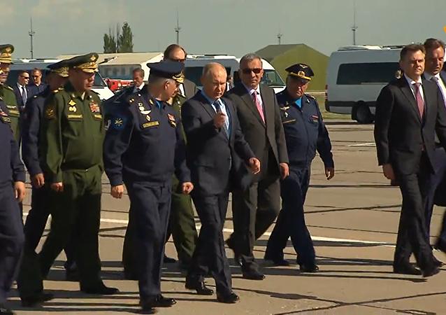 普京參觀攜帶「匕首」高超音速導彈的米格-31截擊機